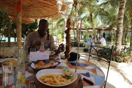 ンブールのレストランにて(MB縮小)