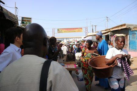 ンブール市場(縮小)